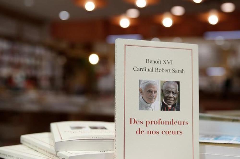 """Robert Sarah Benedetto XVI: """"Dal profondo del nostro cuore"""""""